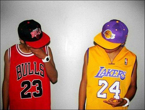 T'es plutot pour L.A ou Chicago ? ( Moi perso j'suis pr les Bulls ♥ :P )