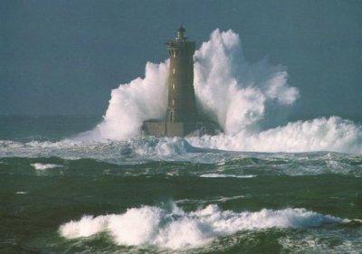 Le mer déchaînée comme une vie coupé