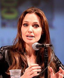 Biographie Angelina Jolie