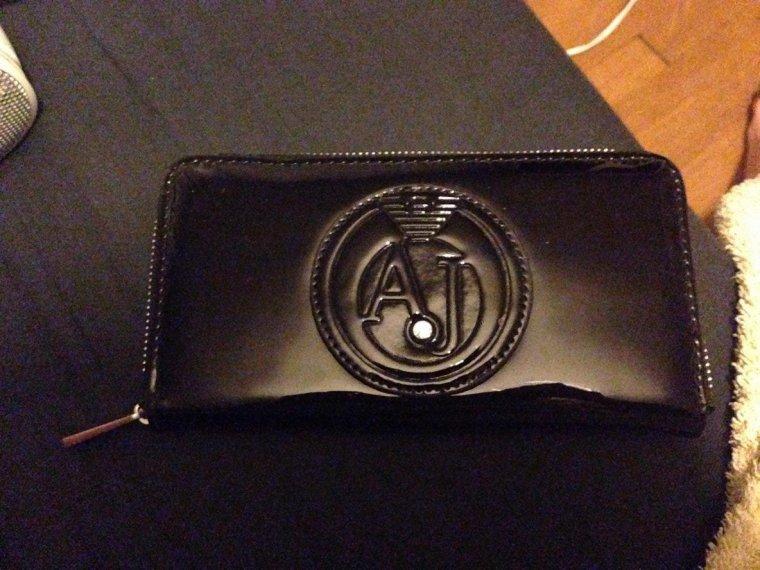 Après le sac, le portefeuille !