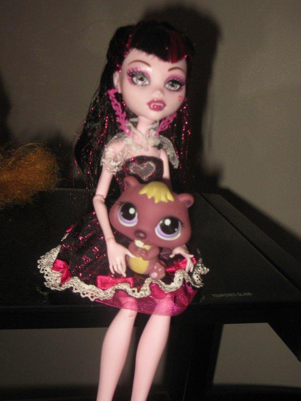 Draculaura et le petit castor^^