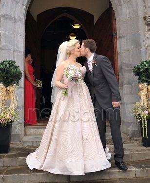 Niall au mariage de son frère Greg! (Il n'a vraiment plus d'inti miter le pauvre, fin je ne sais pas on s'invite pas à un mariage en tant que directioners cet un évènement familiale! --'