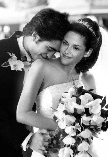 Bella et Edward, un beau couple cela depuis O5 ans ! <3.