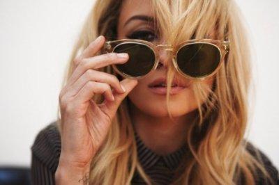 M. / Miley Cirus ~ Stay  (2011)