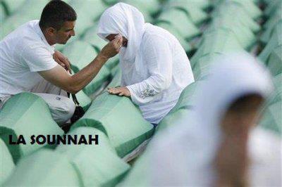 """Ibn 'Umar (qu'Allah l'agrée) disait :  """"Faire pleurer ses parents fait partie de l'ingratitude et des grands péchés.""""  [Hadith authentique Silsilat As-Sahihat numéro 2898]"""
