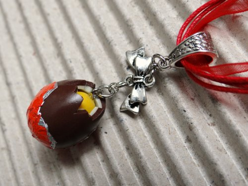 "Collier pendentif "" Kinder Surprise """