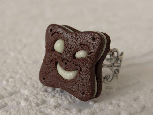 Bague BN biscuit chocolat fourré chocolat blanc, luminescent dans le noir !
