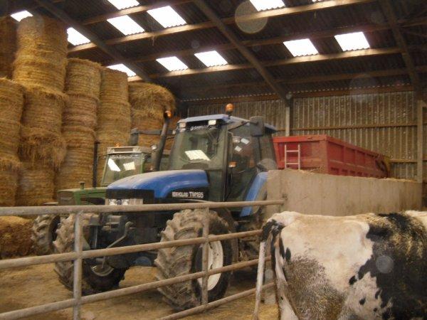 => porte ouverte dans une ferme