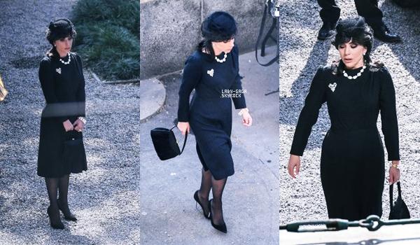 13/03/21   ▬ Lady Gaga a été aperçue sur le tournage du film  « Gucci » à Milan (Italie). C'est un Top!