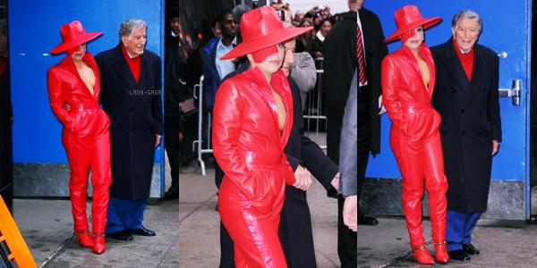 03/12/14   ▬ Lady Gaga toute belle,  a été vue sortant de son appartement à  « New York » . C'est un Top!
