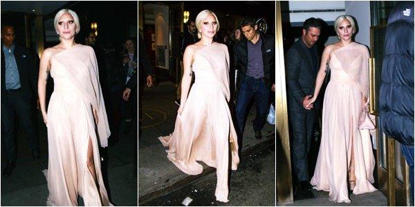 12/12/15   ▬ Lady Gaga toute belle, a été vue sortant de son appartement à  « New York »  . C'est un Top!