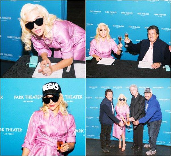 19/12/17   ▬ Lady Gaga a signé un contrat avec  « MGM's Park Theater  » à Las Vegas.  C'est un Top!