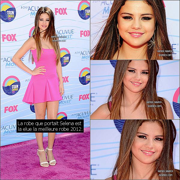 22 Juillet 2012 : Selena était présente aux« Teen Choice Awards», avec une très belle robe. Votre avis ?. Elle était vraiment sublime ! La robe que portait Selena est élue la meilleure robe 2012. Elle était vraiment mignone ...//