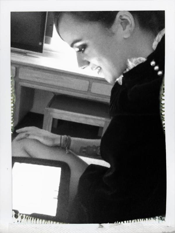 Alizée est très active sur facebook en ce moment
