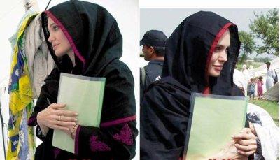 انجلينا جولي بالحجاب في باكستان