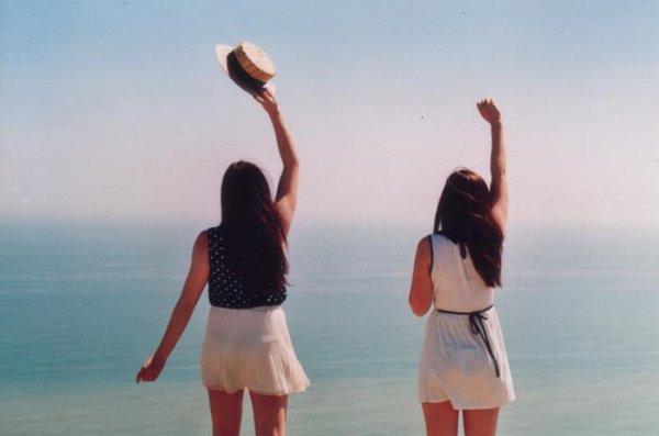 « Nulle amie ne vaut une soeur. » - Christina Rossetti