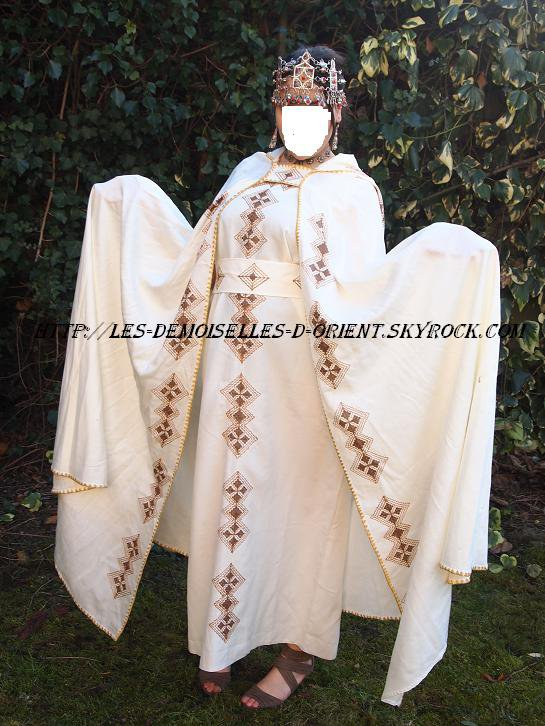 Robe kabyle abec son burnous