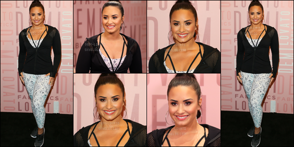 . ♦ Demi Lovato était présente au Del Amo fashion Center - 27/01/18  -----♣  Apparence / Candids / Photoshoot / Concert .