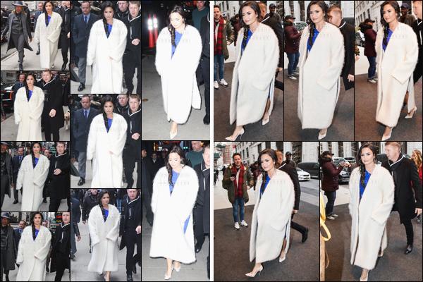 . 24/01/18 - Demi a été aperçue quittant son hôtel afin de se rendre à l'émission Good Morning America. C'est entourée de fans que notre belle Demi Lovato a aussi été aperçue regagnant son hôtel. Un véritable TOP pour notre miss Demi. ! .