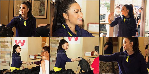 .17/01/18 - Demi Lovato a été aperçue distribuant des vêtements au Downtown womans center à Los Angeles. Demetria L. était vraiment sublime comme d'habitude pas trop de nouvelle photo disponible pour cette apparition et toi top ou flop ?  .