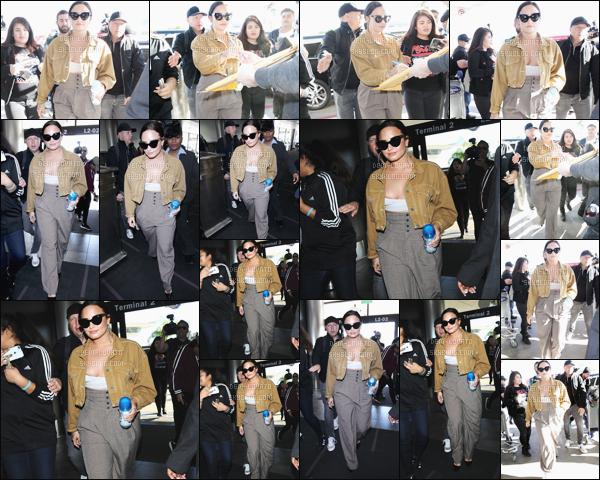 . 22/01/18 - Demi Lovato a été aperçue arrivant à l'aéroport de Los Angeles pour se rendre à New York. Demi donnera un concert privé à New York le mercredi 24 Janvier soit mercredi information trouvé sur twitter hâte de voir les photos. .