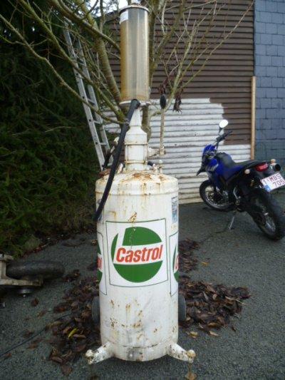 Ancienne pompe 2 temps Castrol