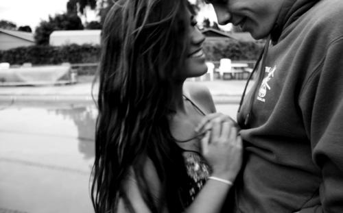 -Avant de te rencontrer, je ne savais pas ce que c'était que de regarder quelqu'un et de sourire sans raison.