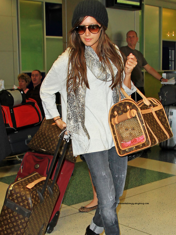 Actualité -  Ashley en famille à l'Aéroport deJFK à NYC.