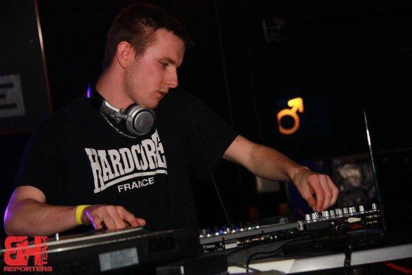 Hicks @ Blackout Invaders - Totem (09-02-03)