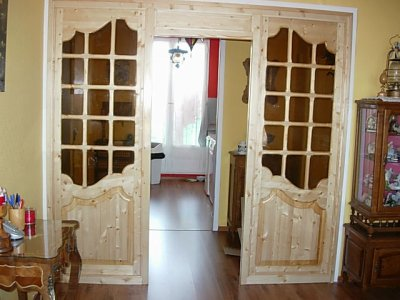 portes de salle a manger et couloir chez moi en pin massif vitrées et vernies