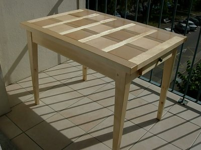 table de balcon en pin et carreaux en hetre vernis
