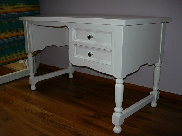 realisation d'un bureau  pieds tournés 2 tiroirs laqué  blanc