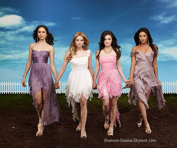 .Découvre l'affiche promotionnel de la saison 3 de Pretty Little Liars..