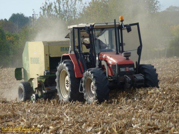 pressage de paille de maïs 2010 ( 22 octobre 2010 )