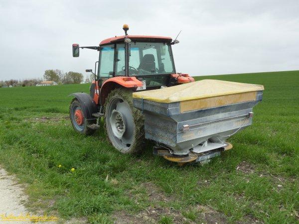 Epandage d'engrais sur les blés 2011 ( 30 mars 2011 )