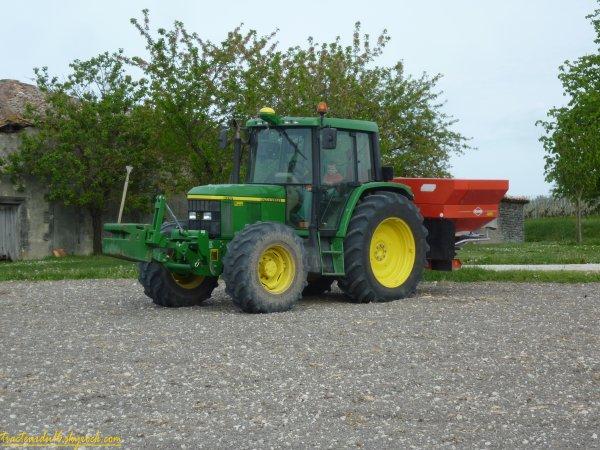 Epandage d'engrais sur maïs ou tournesols 2011 ( 13 avril 2011 )