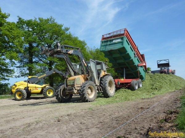 Ensilage d'herbe 2011 ( 19 avril 2011 )