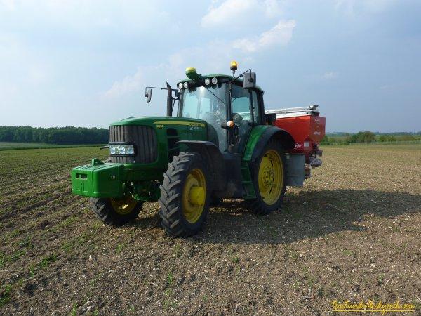 Epandage d'engrais sur maïs 2011 ( 27 avril 2011 )