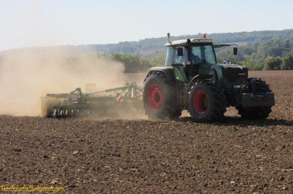 Préparation pour semis de blé 2011 ( 15 octobre 2011 )