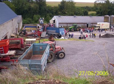Porte ouverte dans une ferme