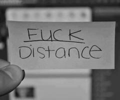 Le son de ta voix n'est plus qu'un écho lointain qui résonne au fond de mon coeur.©