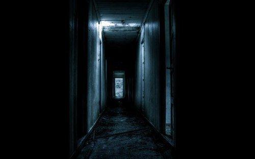 Poussez la porte d'entrée et découvrez l'appartement 1201,ses souvenirs et ses secrets.