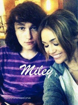 MileyOnlineHopeCyrus