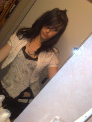 Mes Photos sont une choses, Ma personnalité en est une autre Alors ferme ta gueule avant de Critiquéé! ♥