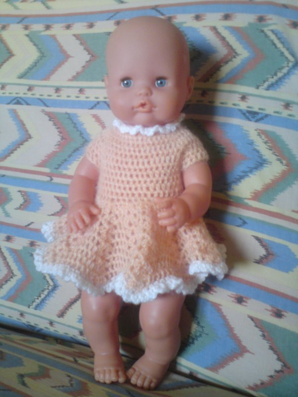 robe au crochet pour une poupée famosa