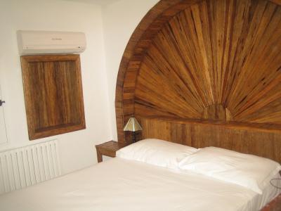 tete de lit en bois palmier avec le niche ridhapalmier. Black Bedroom Furniture Sets. Home Design Ideas