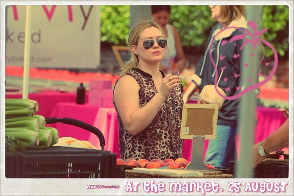 ☼Leighton Meester : la délicieuse Queen B. est actuellement sur le tournage de Gossip Girl. Toutes les photos du tournage circulants sur Internet me donnent tellement envie de voir très vite la nouvelle et dernière saison ! Et vous? Avez-vous hâte de voir cette ultime saison?  ☼ + Photoshoots Leighton Meester :voir toutes les photos,Cidade Jardim Shopping,Vera Wang's Lovestruck Floral RushandPenshoppe. (Clique sur les liens)   ☼Hilary Duff : Le 24 Août 2012, elle se rend avec son mari Mike dansThe Shores Bar à Santa Monica. Le 25 août au matin elle sort avec son fils à Los Angeles, puis l'après-midi nous la voyons dans une nouvelle tenue, au marché, toujours à L.A. J'adore ces sorties du 24 et 25 : je suis FAN ! ♥ Voir les photos ci-dessous, 1° Leighton Meester sur le tournage de Gossip Girl le 21 août à New York City. 2° Hilary Duff le 24, 3° Hilary Duff le 25 au matin puis 4° Hilary Duff le 25 l'après-midi !