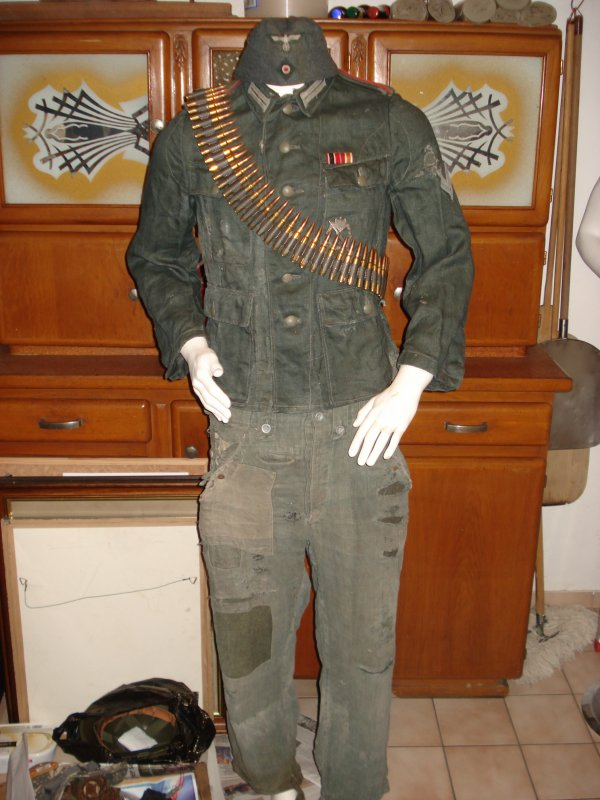 "Mannequin Allemand "" Front Russe """
