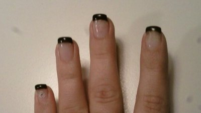 POSE DE CAPSULE + FRENCH + GEL NOIR (FAUX ONGLES)  = 36¤