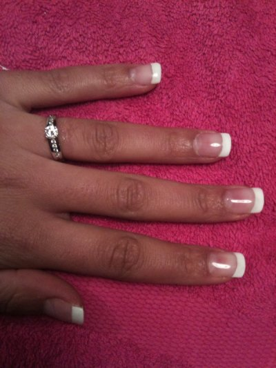 POSE DE CAPSULE + FRENCH + GEL BLANC (FAUX ONGLES) = 34¤